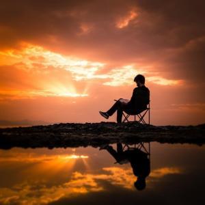 『苦しかったときの話をしようか』は将来に悩む就活生が読むべき一冊【要約・書評】