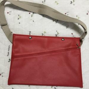 iPad Pro 10.5を持ち運ぶための小さめバッグ。お洒落なサコッシュ風ショルダーバッグ見つけたよ。