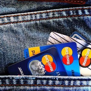 キャッシュレス時代を生き抜くには、クレジットカードはマストでしょ