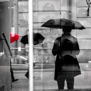 梅雨の雨の日出勤の憂鬱。雨の日通勤を快適に過ごす対策は?