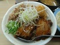 牛と味玉の豚角煮丼(松屋)