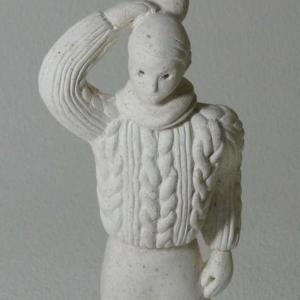 COOL氏の人形  「お出かけのアンジェラ」のニットを彫刻刀で掘り込みました。
