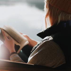 読書で知識を深めよう!図書館で本を借りるメリットとは?【無料】