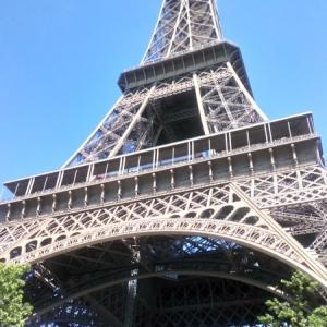 エッフェル塔からパリを眺める
