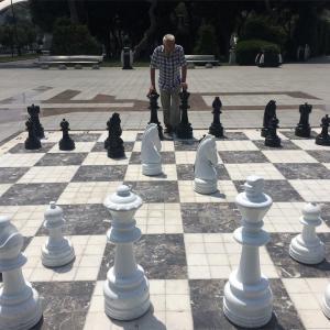 【アゼルバイジャン①】旅人には居心地が悪いほどの都会で、僕はチェスの才能に目覚める。