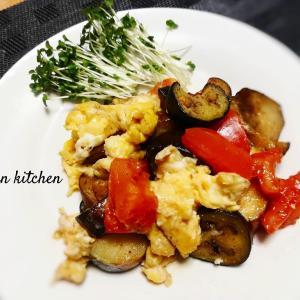 トマト・ナスの卵ふわふわ炒め&キウイとミニトマトのカッテージチーズ和え