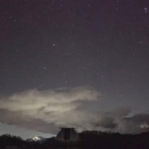 LIVE  ふたご座流星群の季節です。ピークは14日 星空ライブカメラ、長野・木曽観測所から配信中