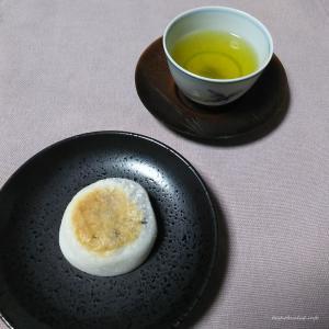 【下鴨・北山 お立ち寄りスポット】神馬堂|上賀茂神社の神紋にちなんだ焼き餅「葵餅」