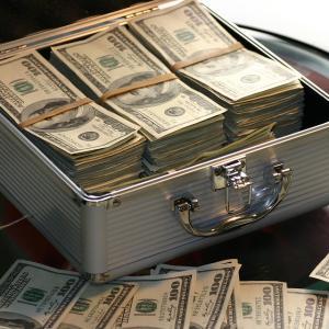 年収1億円以上の職業の割合・56.4%は投資家・トレーダー