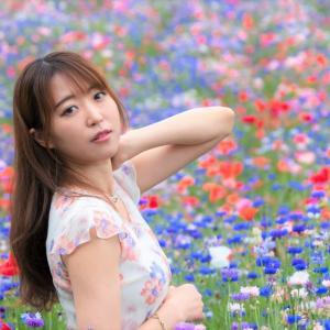 6月はポピー畑。微笑む初夏はポピーとお嬢・杏ちゃん。by 小柳さん@リクエスト撮影。