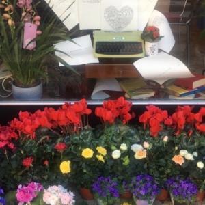 フィウリ・ミラノ(Fiuri Milano):ミラノ・イーゾラ地区にて、花があふれるアットホームなカフェ