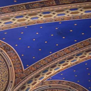 サンタ・キアラ聖堂(Basilica di Santa Chiara):アッシジの聖女が眠る美しい聖堂