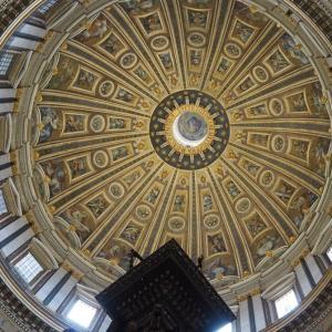 サン・ピエトロ大聖堂(Basilica di San Pietro in Vaticano):ミケランジェロとベルニーニの傑作が眠るカトリック教会の総本山