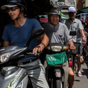 二台のバイクと一台の自転車 (台湾)