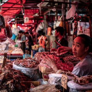 干物を売る女性 (タイ)