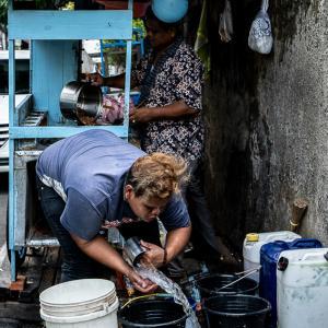 ジャカルタの住宅街に出ていた屋台 (インドネシア)