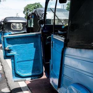 ドアの開いたバジャイ (インドネシア)