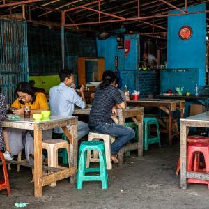 路地の奥にあった食堂 (インドネシア)