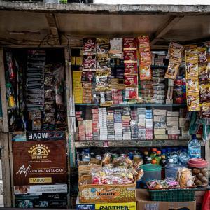 道端のキオスクでは電子マネーは使えなかった (インドネシア)