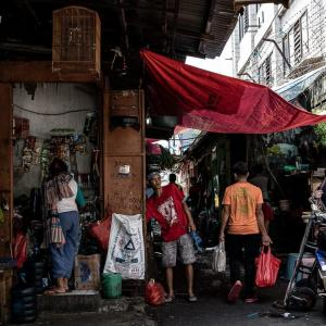 狭くてゴチャゴチャしていた路地 (インドネシア)