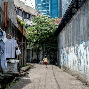 路地でおにごっこ (インドネシア)