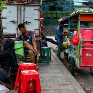開店準備 (インドネシア)
