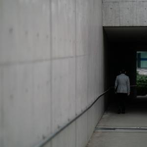 新宿イーストサイドスクエアの四角いトンネル (東京)