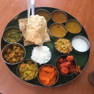 KLのヴィーガン・ベジタリアンカフェで南インド料理の定食「ミールス」
