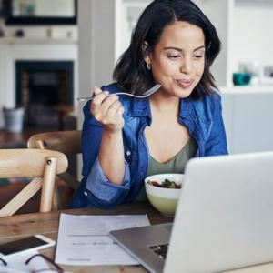 コロナ太り?!自粛期間中に過食を抑えよう!ダイエット対策