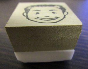 消しゴムはんこでプロフィール用の似顔絵を作って頂きました