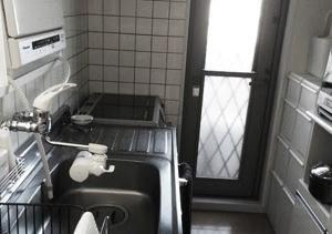 断捨離して食器棚を一台処分した後のキッチン