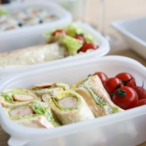 作り置きしたお弁当を持っていく時は、レンジで解凍するべき?