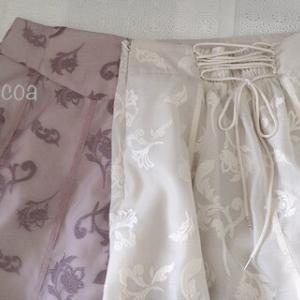 マーキュリーデュオのエンブロイダリーバックレースアップスカートを2色、両サイズ着比べてみた