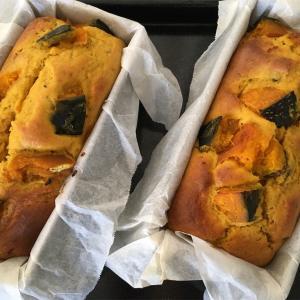 夏日の昼下がりにかぼちゃのパウンドケーキ