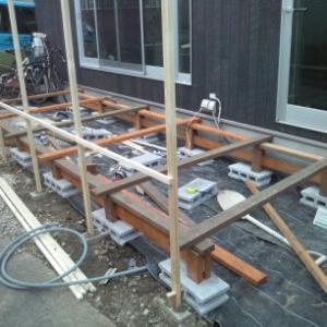 庭のウッドデッキと目隠し作成を振り返る。2×4のSPF材でウッドデッキ作成
