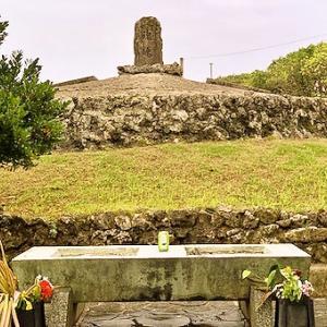 魂魄の塔、慰霊碑。