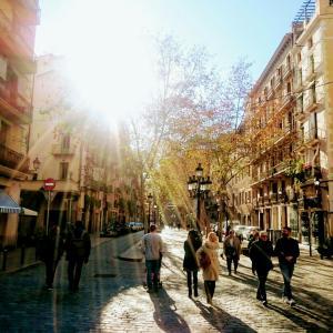 ・スペイン・地元の人に人気のサンアントニマーケット♪バルセロナ〈55〉