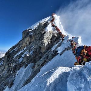 エベレスト、死のゾーン(8000m以上)渋滞で死者多数とは?