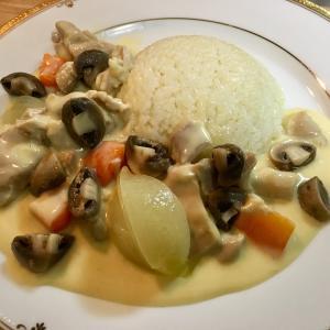 【フランス家庭の味!】「ブランケットドプーレ(鶏肉のクリーム煮)」を作ってみよう!