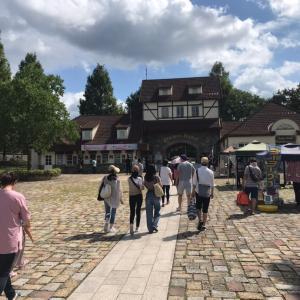 滋賀農業公園ブルーメの丘にて親子大道芸ショー