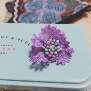 イーネオヤのお花のブローチ