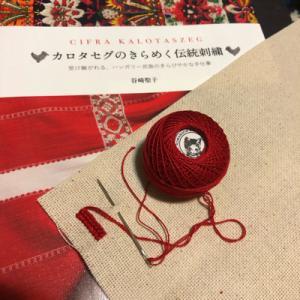 アーラパトク村の編みクロスステッチ