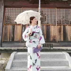 『こんな筈では…』と膝から崩れ落ちた(笑)、豆千代さんの『流水金魚』柄セオαコーデの着姿。