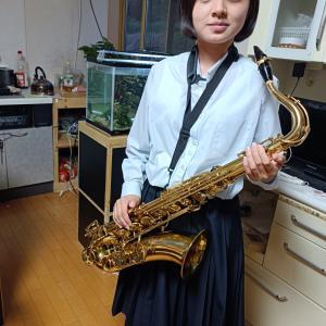 飯塚雅幸の自宅に高校生のサックス奏者とその家族がおいで頂きました。