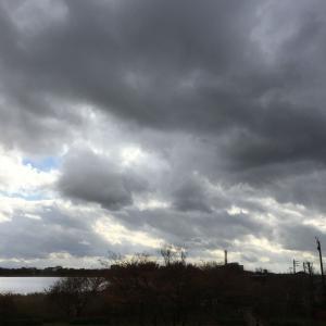 雲の多い天気続く・・・
