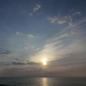 小さな雲塊で出来た薄明光線