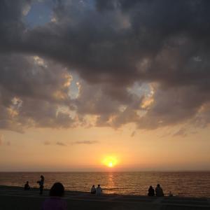 佐渡ヶ島に沈む夕日