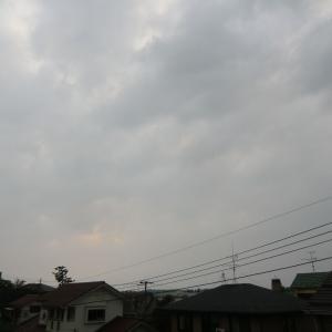 雲多く蒸し暑い
