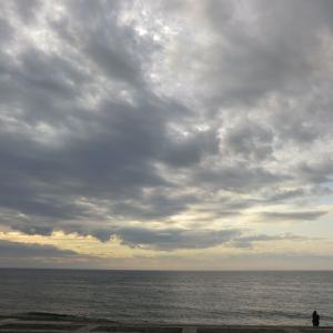 雨上がりの空と海