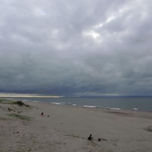 雲多い海の日